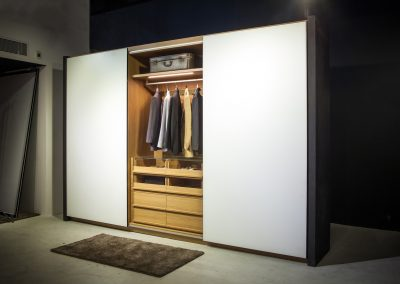 Sliding door wardrobe with non-reflective glass